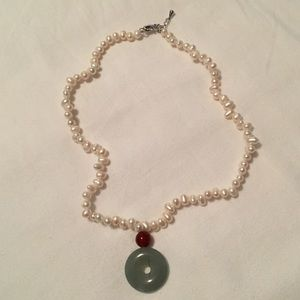 Pearl necklace with jade drop